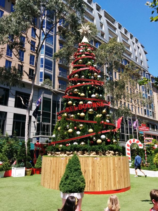 Arbre de Noël devant l'hôtel de ville de Melbourne, Victoria
