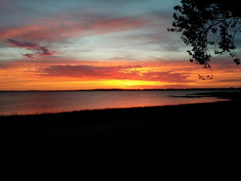 Coucher de soleil sur le Colac Lake, Colac, Victoria